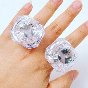 แหวนไฟกระพริบ LED Diamond Ring (อุปกรณ์งานปาร์ตี้สละโสด Hen Night Party)