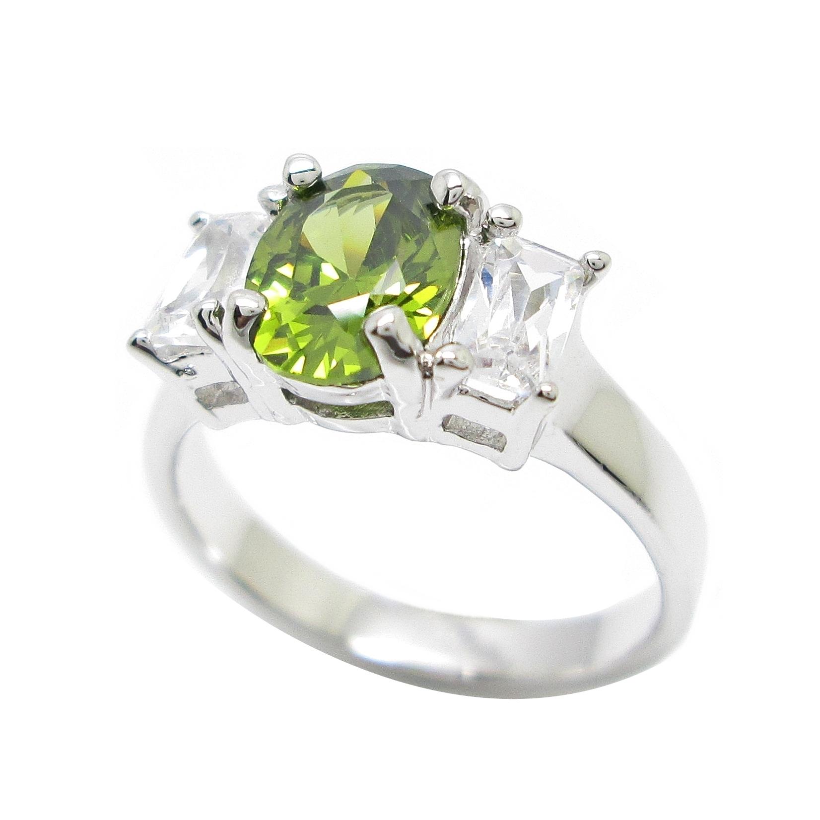 แหวนพลอยสีเขียวส่องประดับเพชรสี่เหลี่ยมชุบทองคำขาว