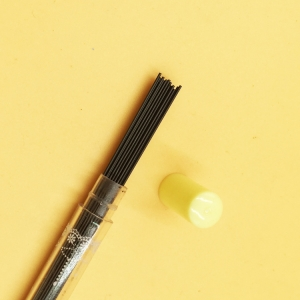 ใส้ดินสอกด 2B 0.5 mm 216บาท/แพค 80ด้าม/กล่อง